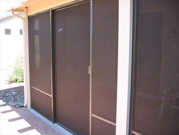 Closed sliding door